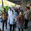 kembali-kunjungi-surabaya-menkes-kejutkan-risma-dan-pengunjung-pasar-genteng