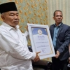 peduli-terhadap-dunia-pendidikan-kiai-asep-dianugerahi-penghargaan-tokoh-pendidikan-islam-kultural
