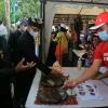nikmatnya-menyantap-pepesan-sidat-di-oling-river-food-festival