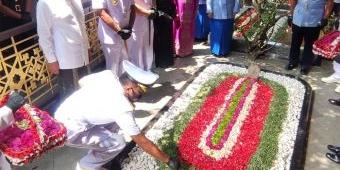 HUT TNI, Dankodiklatal Ziarah Makam Gus Dur