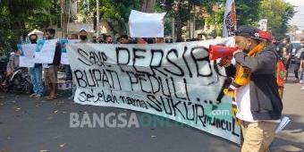 Merasa Diakali Bupati Bojonegoro, Suporter Persibo Demo Tolak Abdullah-Sally dan Ancam Boikot