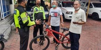 Ditemukan Tergeletak di Jalan Raya Jati, Pesepeda Pancal di Sidoarjo Meninggal Usai Dilarikan ke RS