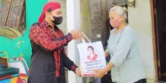 Puan Maharani dan Johan Budi Salurkan Sejumlah Bantuan Sembako kepada Warga Isoman Trenggalek