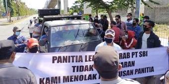 Puluhan Pengusaha Lokal Demo PT SBI Pabrik Tuban