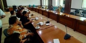 Audiensi Lagi, Belasan LSM Minta Komisi III DPRD Pasuruan Tak Main-Main Anggaran