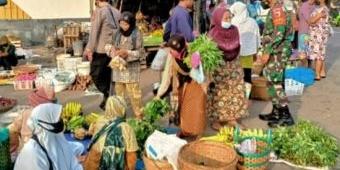Cegah Penyebaran Covid-19, Jajaran Kodim 0805/Ngawi Giatkan Sosialisasi Prokes di Pusat Keramaian