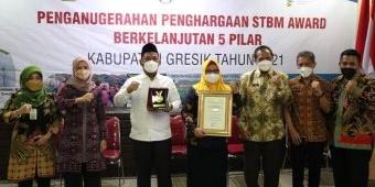Bupati Gresik Terima Penghargaan STBM Award 2021