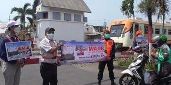 Gandeng SKA, PT KAI Daop Surabaya Gencar Sosialisasikan Keselamatan di Perlintasan Sebidang