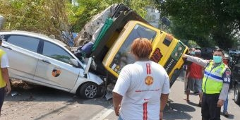 Kecelakaan di Medaeng Sidoarjo, Truk Tabrak Tiga Mobil Hingga Terguling