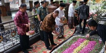 Kunjungi Ponpes Tebuireng Jombang, Menhan Minta Ulama dan Santri Terus Jaga NKRI