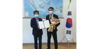 Selamatkan Nyawa WNA Korea Selatan, Anggota Polrestabes Surabaya Raih Penghargaan