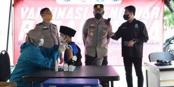 Polresta Sidoarjo Suntik Vaksin Covid-19 Pendekar Pagar Nusa