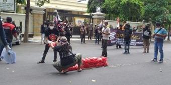 Demo di Depan Kantor DPRD Gresik, Gepal Desak Penuntasan Kasus Korupsi di PDAM