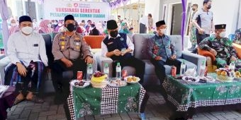Kapolres Pamekasan Pantau Langsung Vaksinasi Merdeka Serentak di Ponpes Asy Syafi'iyah