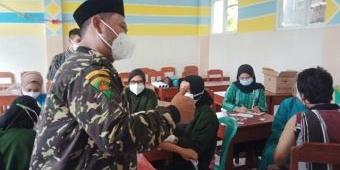 Hadiri Vaksinasi MWC NU Kebomas Gresik, Bupati Gus Yani Semangati Warga dan Petugas Kesehatan
