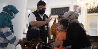 Pemkab Kediri Salurkan Alat Bantu kepada Penyandang Disabilitas