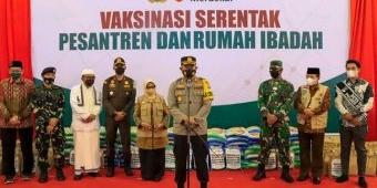 Sambut PTM, Ribuan Santri Jombang Ikuti Vaksinasi Merdeka