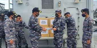 Peduli Keselamatan Para Nakes, KRI Fatahilah-361 Distribusikan APD