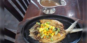 Nikmatnya Steak Bandeng di Rumah Makan Asap-Asap Sidoarjo