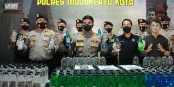 Ungkap Jual-Beli Arak Bali Sistem COD, Polres Mojokerto Kota Sita Ratusan Botol Miras