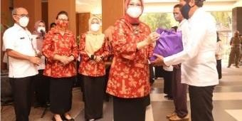 Ramadan dan Hari Kartini, Dharma Wanita Persatuan Kota Pasuruan Bagikan Ratusan Sembako