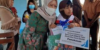 FRPB Pamekasan Bersama Rengganis Indonesia Salurkan Bantuan Kita Bisa Sekolah dan Nutrisi Tambahan