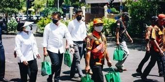 Peduli Dampak Pandemi Covid-19, Kader PP Genteng dan Srikandi PAC Tandes Gelar Bagi-Bagi Sembako