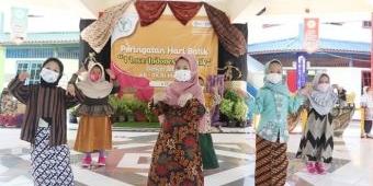 Peringati Hari Batik Nasional, Siswa KB-TK Al Muslim Sidoarjo Belajar Membatik hingga Fashion Show