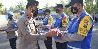 Sambut HUT Ke-76 RI, Polres Pamekasan Gelar Apel Gerakan Serentak Polda Jatim Bagikan 76.000 Bendera