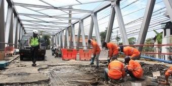 BBPJN VIII Mulai Bongkar Aspal Badan Jalan yang Rusak di Jembatan Kedunglarangan