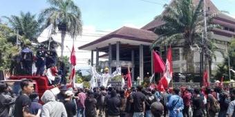 Massa Aksi Suarakan Penolakan Omnibus Law dan Perlindungan Buruh dari Virus Corona