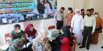 Dandim dan Pimpinan Ponpes Nurul Muchlisin Sumenep Beri Edukasi Vaksinasi di Depan Santri