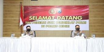 Tim Peneliti STIK Lemdiklat Polri Terjun ke Polres Kediri Evaluasi ETLE