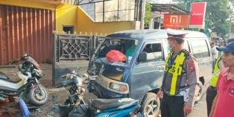 Mobil Tabrak Empat Kendaraan di Sidoarjo: Tiga Orang Luka Berat, Satu Tewas