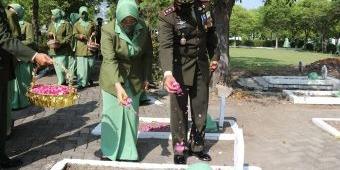 Peringatan HUT TNI ke-76, Dandim 0805/Ngawi Pimpin Ziarah ke TMP Dr Radjiman Wedyodiningrat