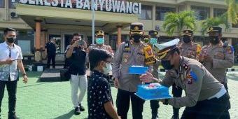 Perayaan HUT ke-66 Lalu Lintas, Polresta Banyuwangi dapat Kado dari Bocah Pengidola Polisi