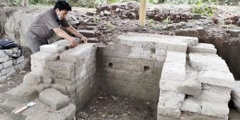 Tim BPCB Jatim Cek Lokasi Penemuan Diduga Patirtan Peninggalan Kerajaan Kediri di Desa Menang