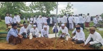 Ribuan Warga Hadiri Prosesi Pemakaman Almarhum KH Jamhuri, Anggota DPRD Bangkalan Fraksi PKB