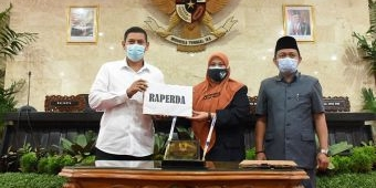 Wali Kota Kediri Sampaikan Tanggapan atas PA Fraksi Terhadap Raperda Pertanggungjawaban APBD