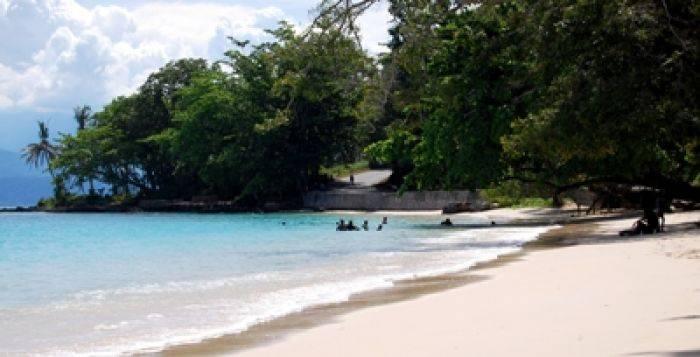 Wisata Pantai Pasir Putih Situbondo Akan Dikembangkan Pemkab Bangsa Online Cepat Lugas Dan Akurat