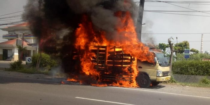 truk-bermuatan-styrofoam-terbakar-di-sidoarjo