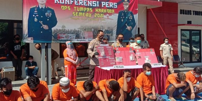 operasi-tumpas-narkoba-semeru-2021-polres-bangkalan-amankan-21-tersangka