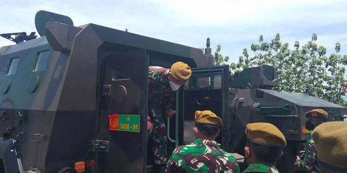 cek-alutsista-danpussenarm-kostrad-kunjungi-yon-armed-12-ngawi